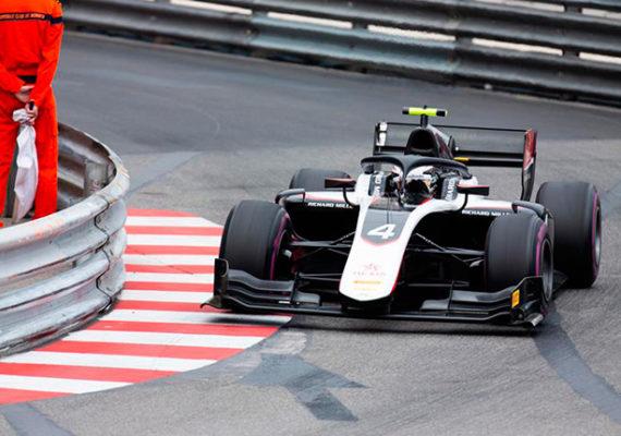 Ф2: Ник де Вриз выиграл хаотичную гонку в Монако
