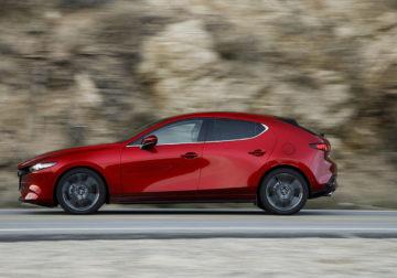 Новая Mazda 3: цены икомплектации